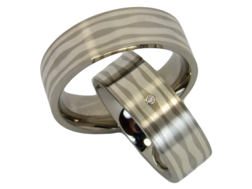 Model Helen - 2 diamond wedding rings with silver inlay