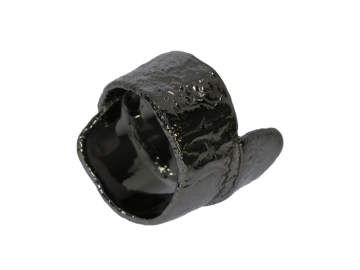 Breiter Ring schwarz mit rauher Struktur 925 Silber