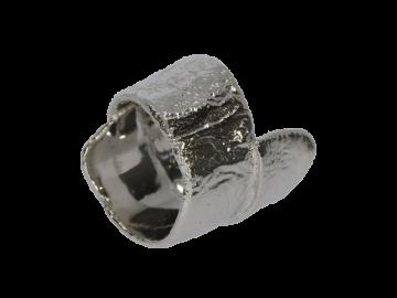Breiter Ring rhodiniert mit rauher Struktur 925 Silber